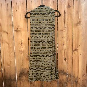 Gently used Billabong tribal print skirt size sm
